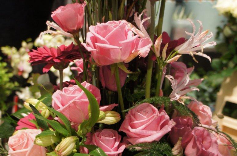 otto_bloemkunst_bloemstuk_hoog_roze1.JPG